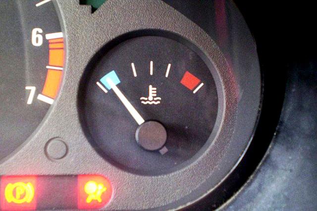 Как избежать ситуации, что когда случается КЗ, то на автомате фиксируется 400 Вольт?