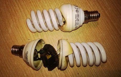 Почему могут сгорать лампы в двух помещениях?