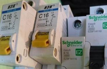 Почему не срабатывает автомат, рассчитанный на 16 А, когда суммарный ток 22 А?