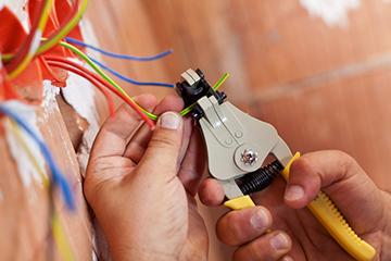 Могут ли сгореть приборы, если кабель сечением 4 к. м. нагружается мощность в 6-7 кВт?