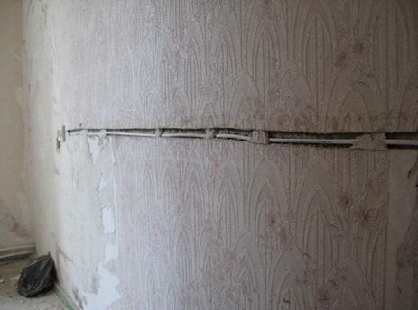 Как правильно называется деталь для крепления и защиты электрокабеля?