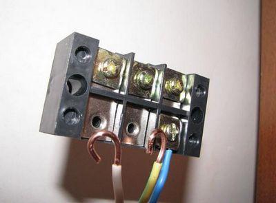 Как правильно установить индукционную плиту на место газовой, если в квартире одна фаза?