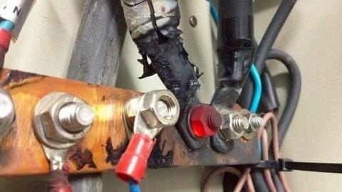 Может ли сгореть техника из-за того что был отключен ноль в щитке?
