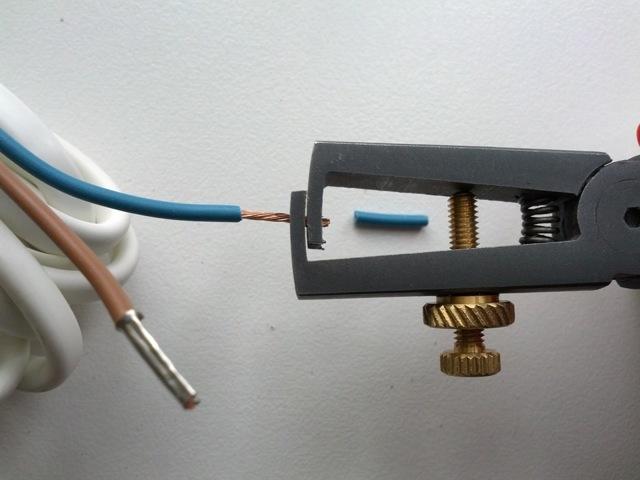Инструмент для снятия изоляции с проводов