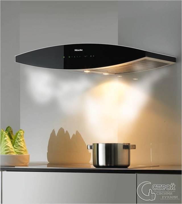 Из-за чего вытяжка на кухне не втягивает воздух, а наоборот дует?