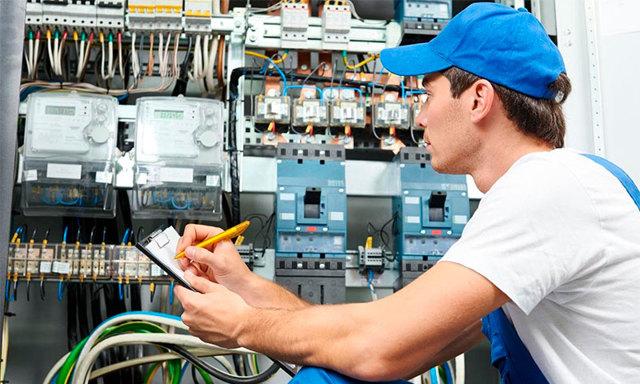 Какой счетчик электроэнергии лучше выбрать на 380 Вольт, чтобы был простой и надежный?