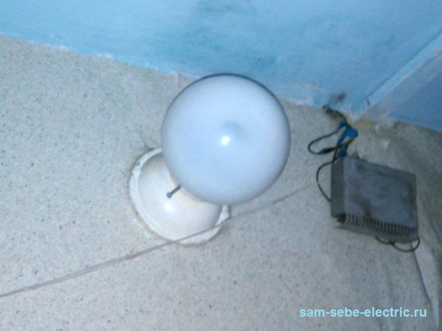Почему в комнате может происходить короткое замыкание (лампочка мерцала, а автоматы не отключились)