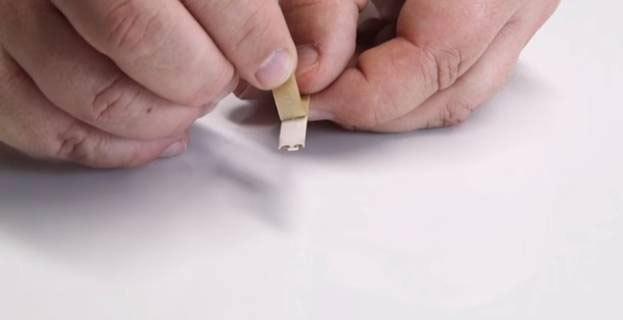 Безопасно ли клеить светодиодную ленту на металлические полки?
