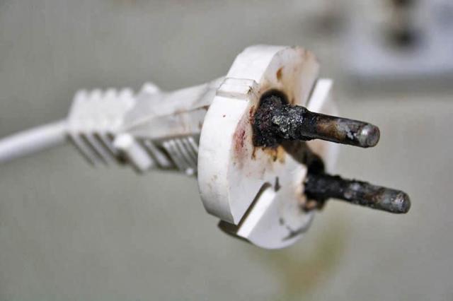 Что такое перегрузка электрической сети и её основные причины