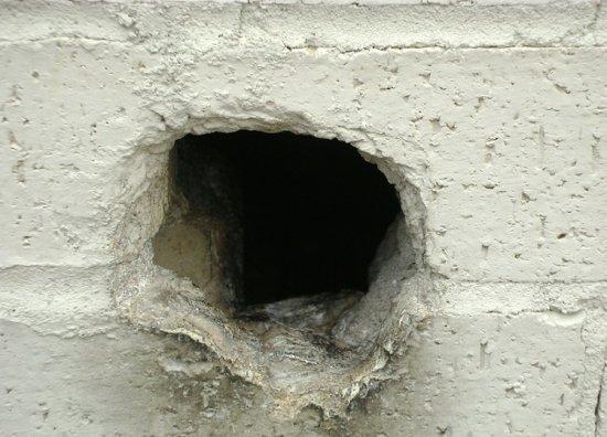 Можно ли заклеивать розетки скотчем, если из них дует ветром (из стены)?