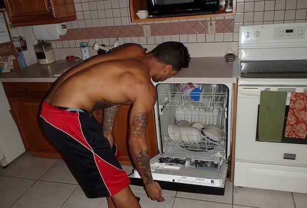 Почему в посудомойке загорается индикатор сушки во время мойки?