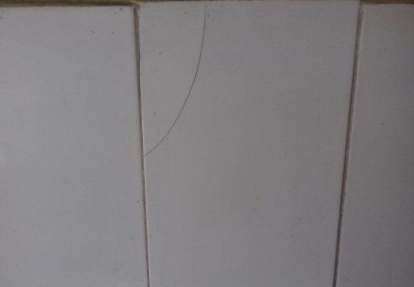 Опасен ли теплый пол, если треснула плитка в ванной?