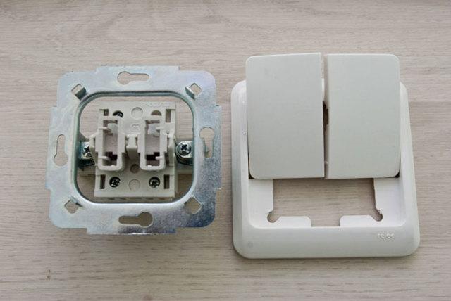 Как правильно подключить двухклавишный выключатель на туалет и ванну?