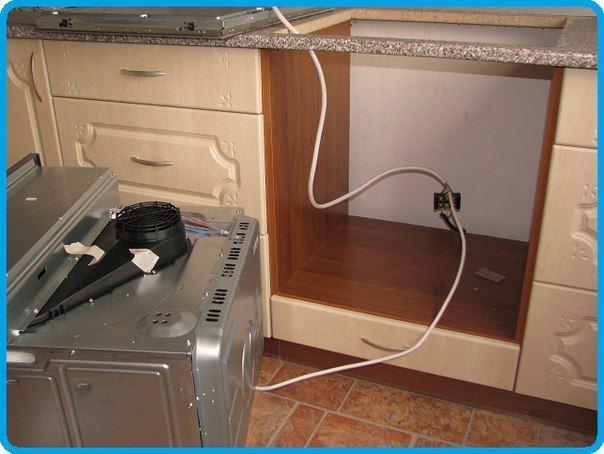 Безопасно ли подключать вытяжку, плиту и духовку к блоку из трех розеток?