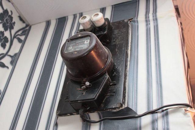 Нужно ли устанавливать электросчетчик на всю секцию, если живем только в двух комнатах общежития?