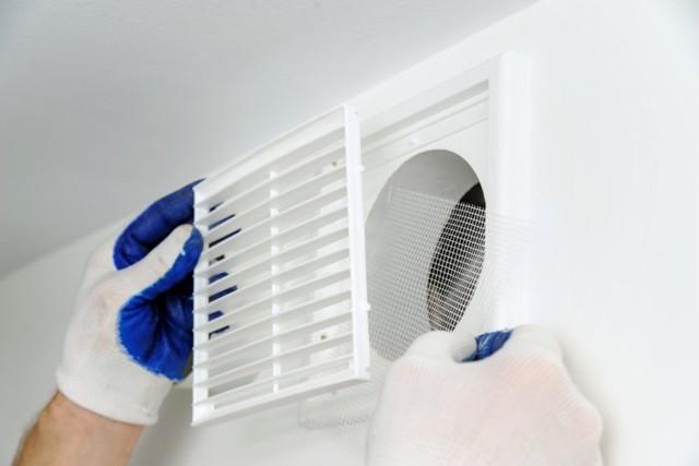 Как включить вытяжной вентилятор отдельно от освещения в ванной?