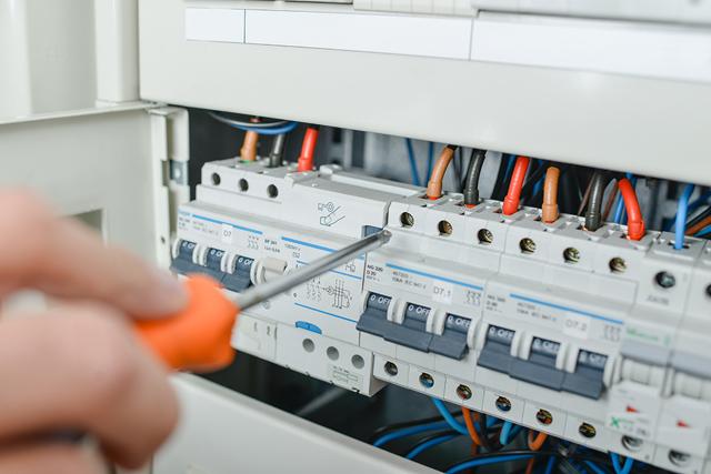 Какой автомат ставить на кабель 2.5 квадрата медный?