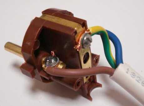 Почему не работает одна из конфорок электроплиты при включенной духовке?