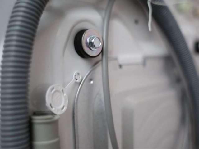 Почему стиральная машина шумит при наборе воды?