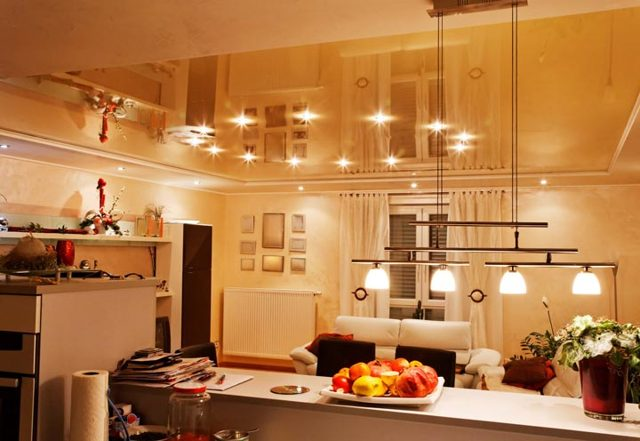 Правильно ли проложен провод поверх плиты перекрытия в квартире?