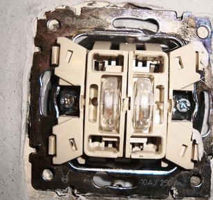 В чем причина, почему не работает выключатель с подсветкой?