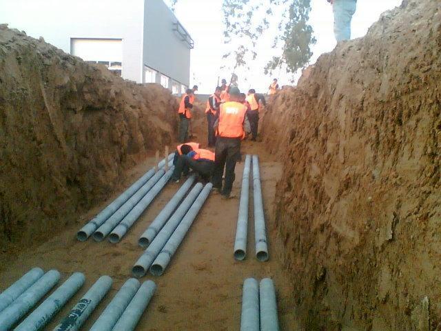 Прокладка кабеля в земле и трубе: цены, видео