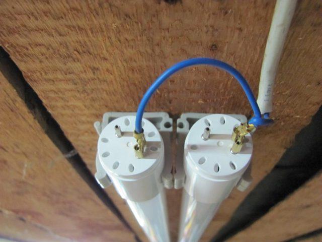 Как сделать разветвление одного провода на 3 отдельно висящих светильника?