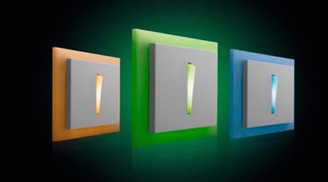 Почему подсветка в выключателе света работает через раз?