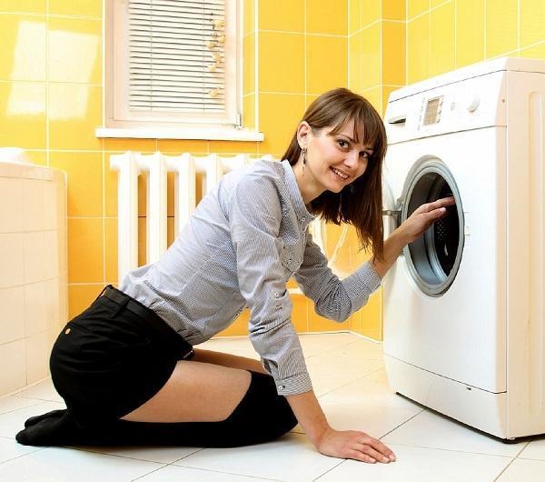 Почему стиральная машинка при сливе воды трещит как трактор?