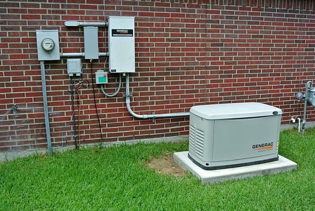 Как правильно подключить однофазный бензогенератор 4,2 кВт, после рубильника от которого отходит три провода?