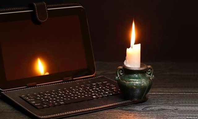 Отключили свет: возможные причины, что делать, куда звонить