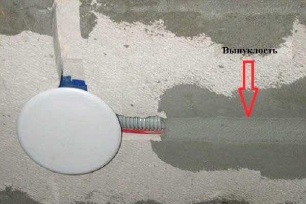 Почему трещит тестер скрытой проводки по всей площади стены?