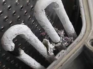 При включении фена в розетку, выбило пробки. Если вставить любую вилку в розетку, выбивает повторно - что делать?