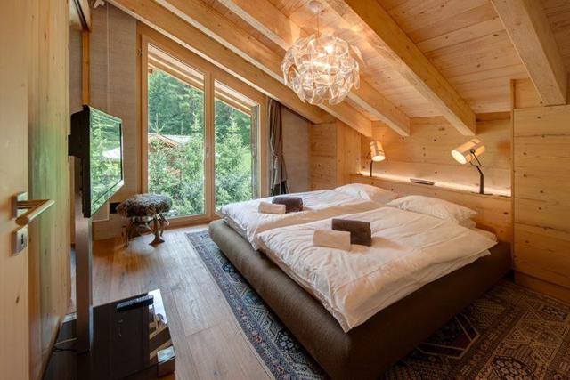 Какой точечный светильник можно монтировать под крышей?