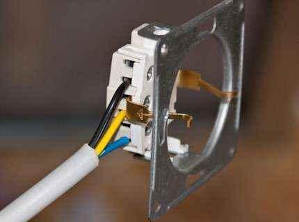 Можно ли поставить дополнительную розетку от электроплиты, чтобы не тянуть линию от щитка для стиралки?